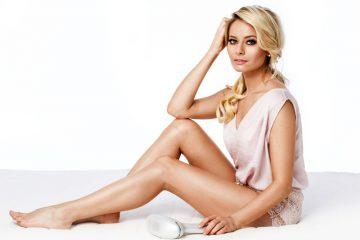 Laura Cosoi sexy